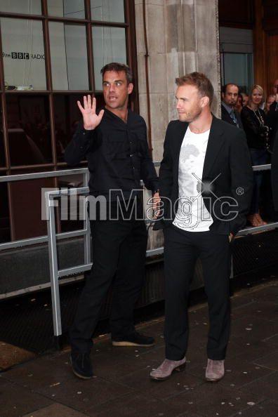 Robbie et Gary à la BBC Radio 1 26/08/210 - Page 2 450187103640388