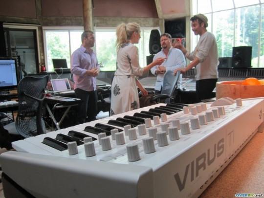 Gary au studio Real World rejoignant le projet lotus 06.10 450323xd8xq27c9qs4fn6mwddb_s