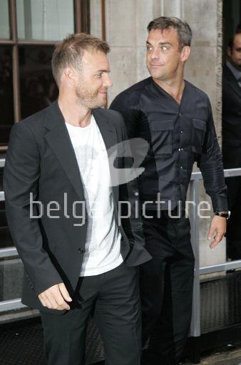 Robbie et Gary à la BBC Radio 1 26/08/210 46098621961357