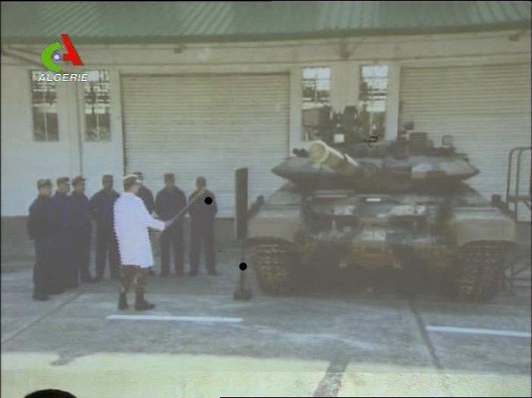 القوات البرية الجزائرية  473168tank1
