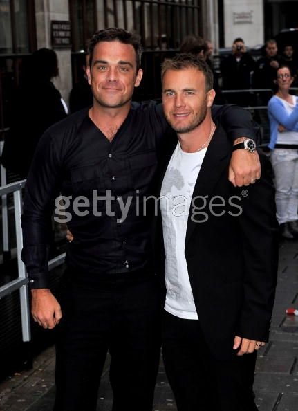 Robbie et Gary à la BBC Radio 1 26/08/210 - Page 2 483008103639325