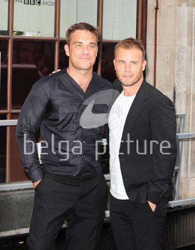 Robbie et Gary à la BBC Radio 1 26/08/210 52935121961803