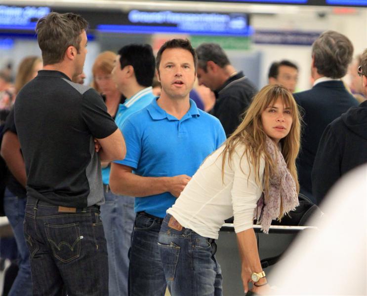 Robbie et Ayda à l'aéroport de Miami 28-06-2010 530224100629m4_williams_b_gr_07