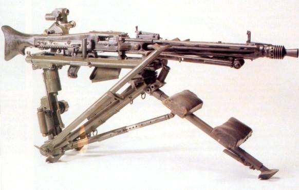 Les armes de l'infanterie: Les mitrailleuses. 540462mg42b