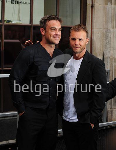 Robbie et Gary à la BBC Radio 1 26/08/210 56896221961816