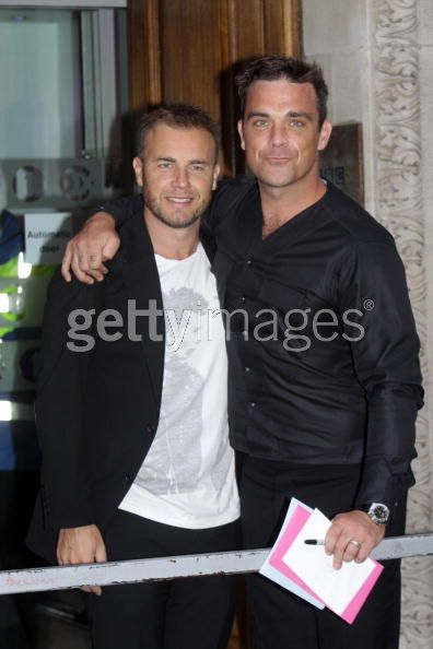 Robbie et Gary à la BBC Radio 1 26/08/210 - Page 2 570533103640026