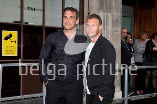 Robbie et Gary à la BBC Radio 1 26/08/210 59045721960981