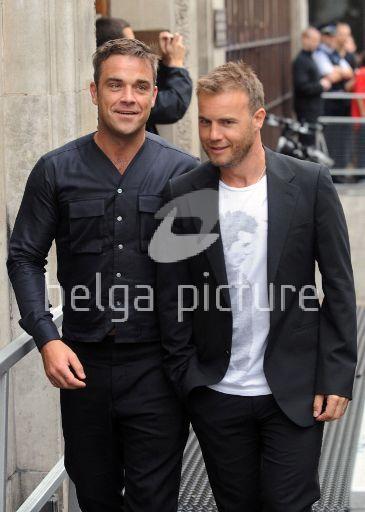 Robbie et Gary à la BBC Radio 1 26/08/210 59333621961104