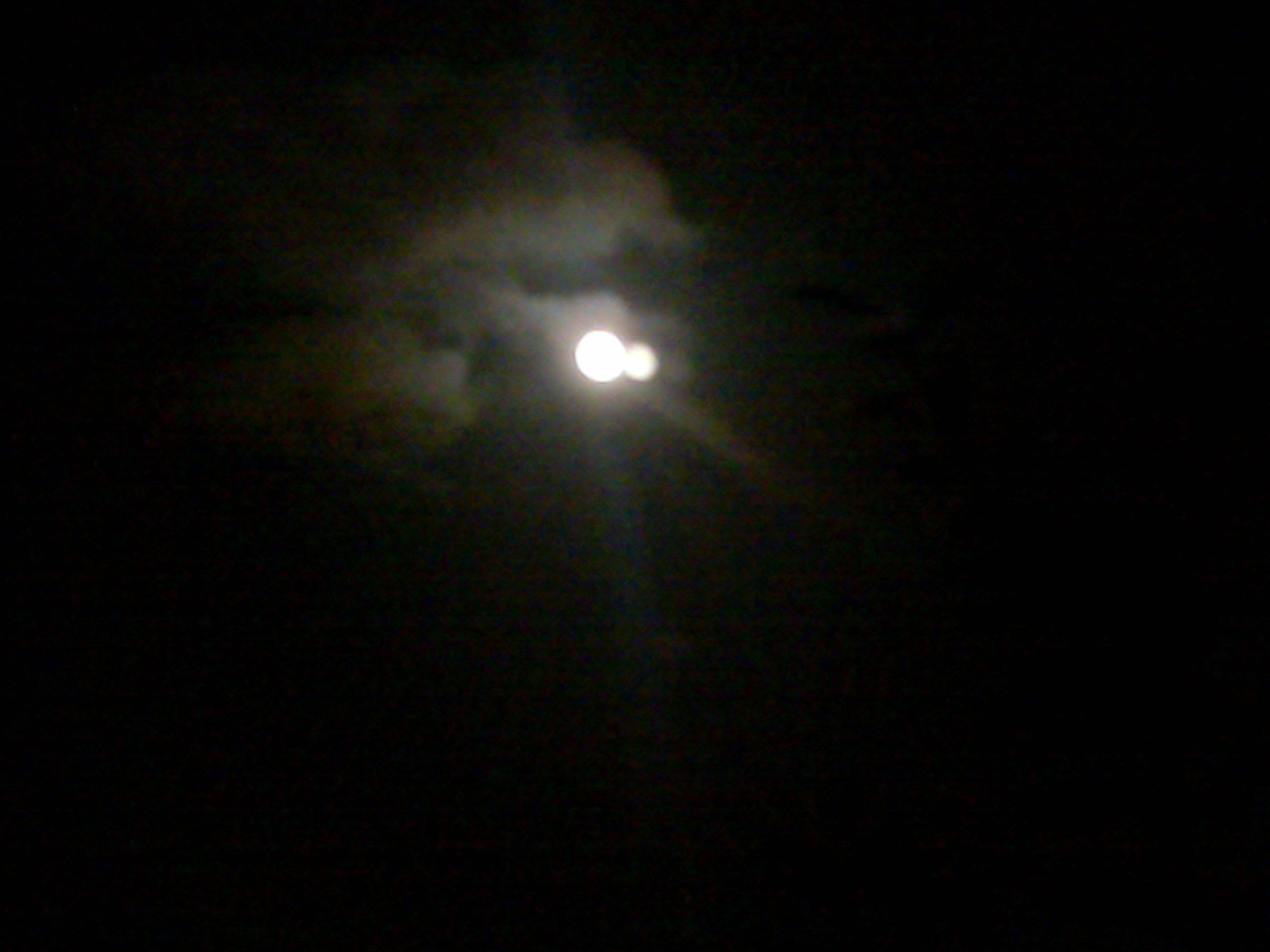 2009: Le 05/09 vers 22h00 - Sphere Lumineuse à Goussainville dans le val d'Oise.  60625604092009018