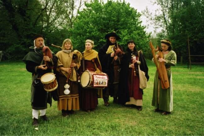 (10 novembre 1457 à...) 610394spectacle_medieval_concert_animation
