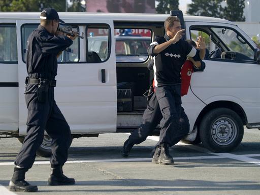 صور للشرطة الجزائرية  61210537054C2