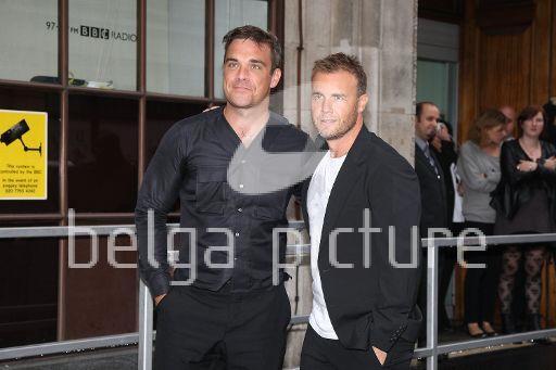 Robbie et Gary à la BBC Radio 1 26/08/210 66939921961724