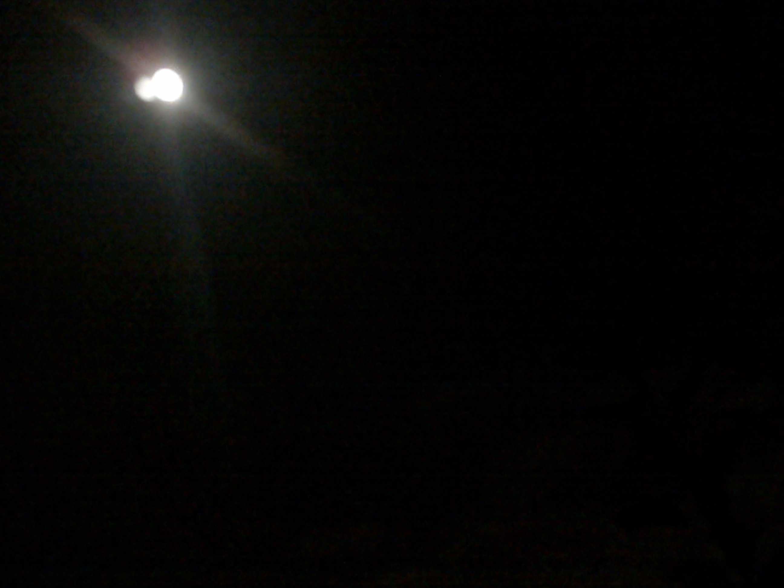 2009: Le 05/09 vers 22h00 - Sphere Lumineuse à Goussainville dans le val d'Oise.  67444704092009015