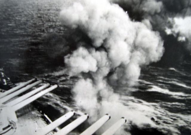 FRANCE CROISEURS DE BATAILLE CLASSE DUNKERQUE 676409CB_Dunkerque_tir_330mm