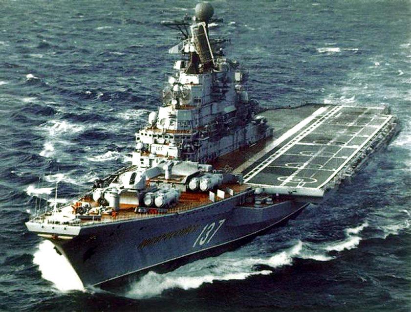 DES LIMBES DE L'HISTOIRE (2) : LES PORTE-AVIONS 681985Novorossijsk_Kiev_class_1986