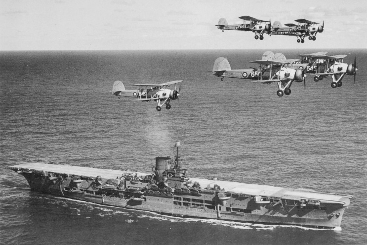 ROYAL NAVY PORTE-AVIONS CLASSE CENTAUR 691168Ark_Royal_4_1939_Swordfish