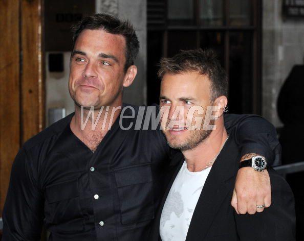 Robbie et Gary à la BBC Radio 1 26/08/210 - Page 2 696255103639374