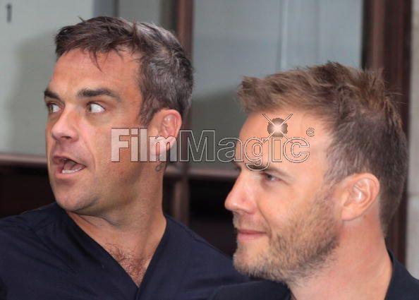 Robbie et Gary à la BBC Radio 1 26/08/210 - Page 2 762796103640103