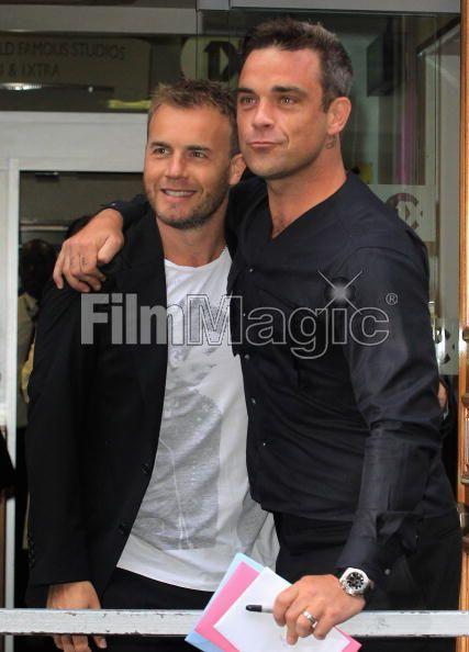 Robbie et Gary à la BBC Radio 1 26/08/210 - Page 2 794819103639720