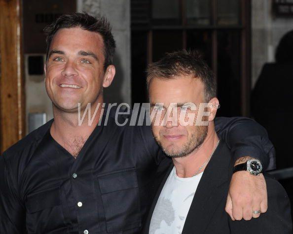 Robbie et Gary à la BBC Radio 1 26/08/210 - Page 2 799907103639392