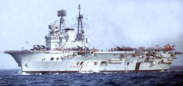 DES LIMBES DE L'HISTOIRE (2) : LES PORTE-AVIONS 80520809_HMS_Eagle_Mediterranean_Jan1970