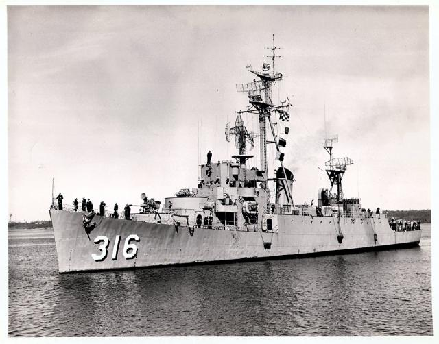 USN DESTROYERS D'ESCORTE CLASSE DEALEY 821561USS_Harverson