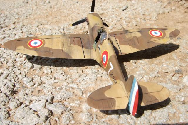 Du plastique qui ne navigue pas le focke-wulf 190 au 1/72è 842615Spitifire_MkV._FAFL._Tunisie_1943_003