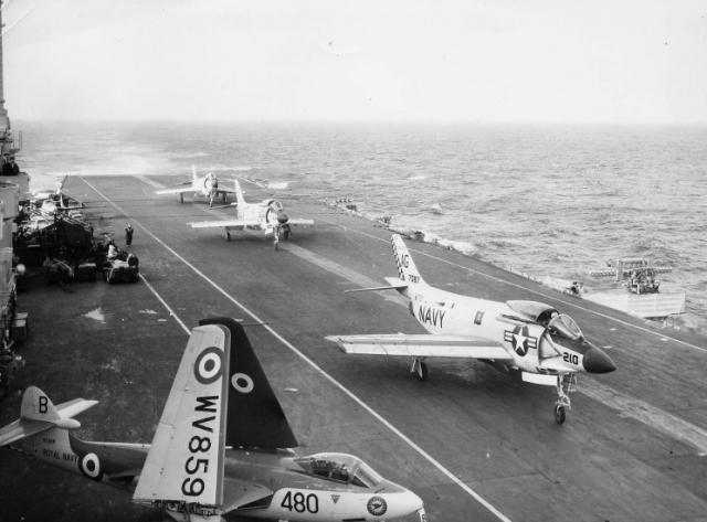 ROYAL NAVY PORTE-AVIONS CLASSE AUDACIOUS 857905HMS_Ark_Royal_ete_1957_CV60