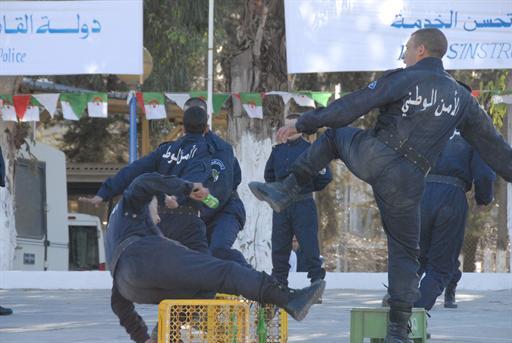 صور للشرطة الجزائرية  89597362620C2