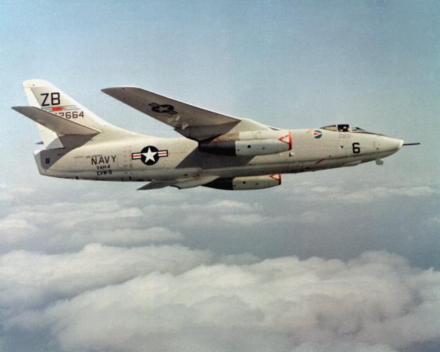 DOUGLAS A-1 SKYRAIDER 921876Douglas_Skywarrior