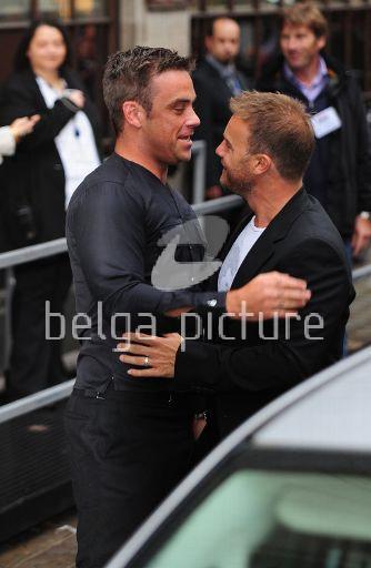 Robbie et Gary à la BBC Radio 1 26/08/210 94590621960211