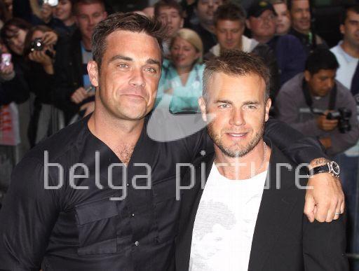 Robbie et Gary à la BBC Radio 1 26/08/210 95329221962109