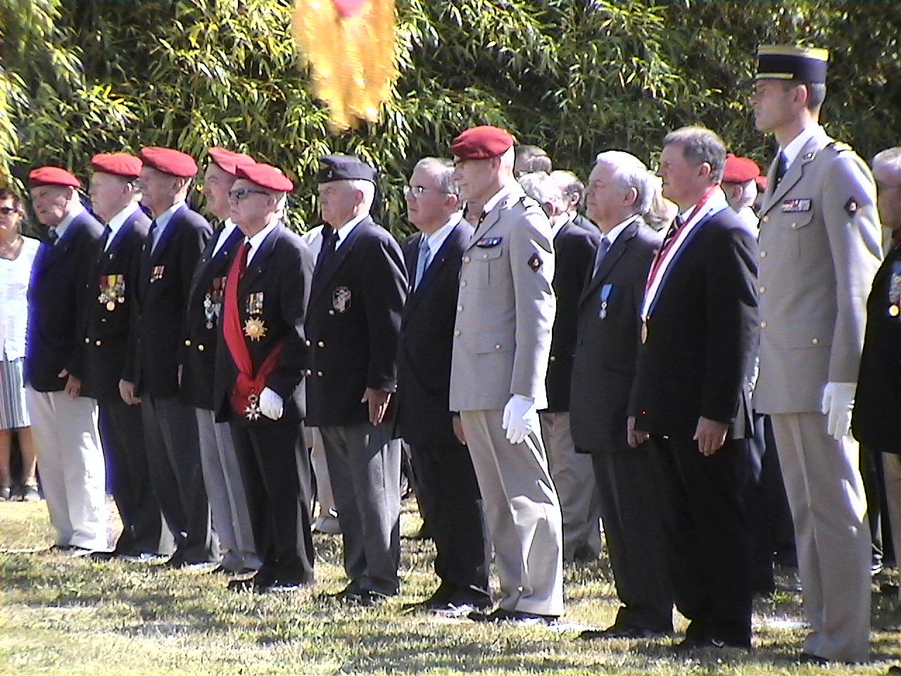 Cérémonie en hommage au Général BIGEARD au mémorial de Lauzach (56) 957188DVC02501