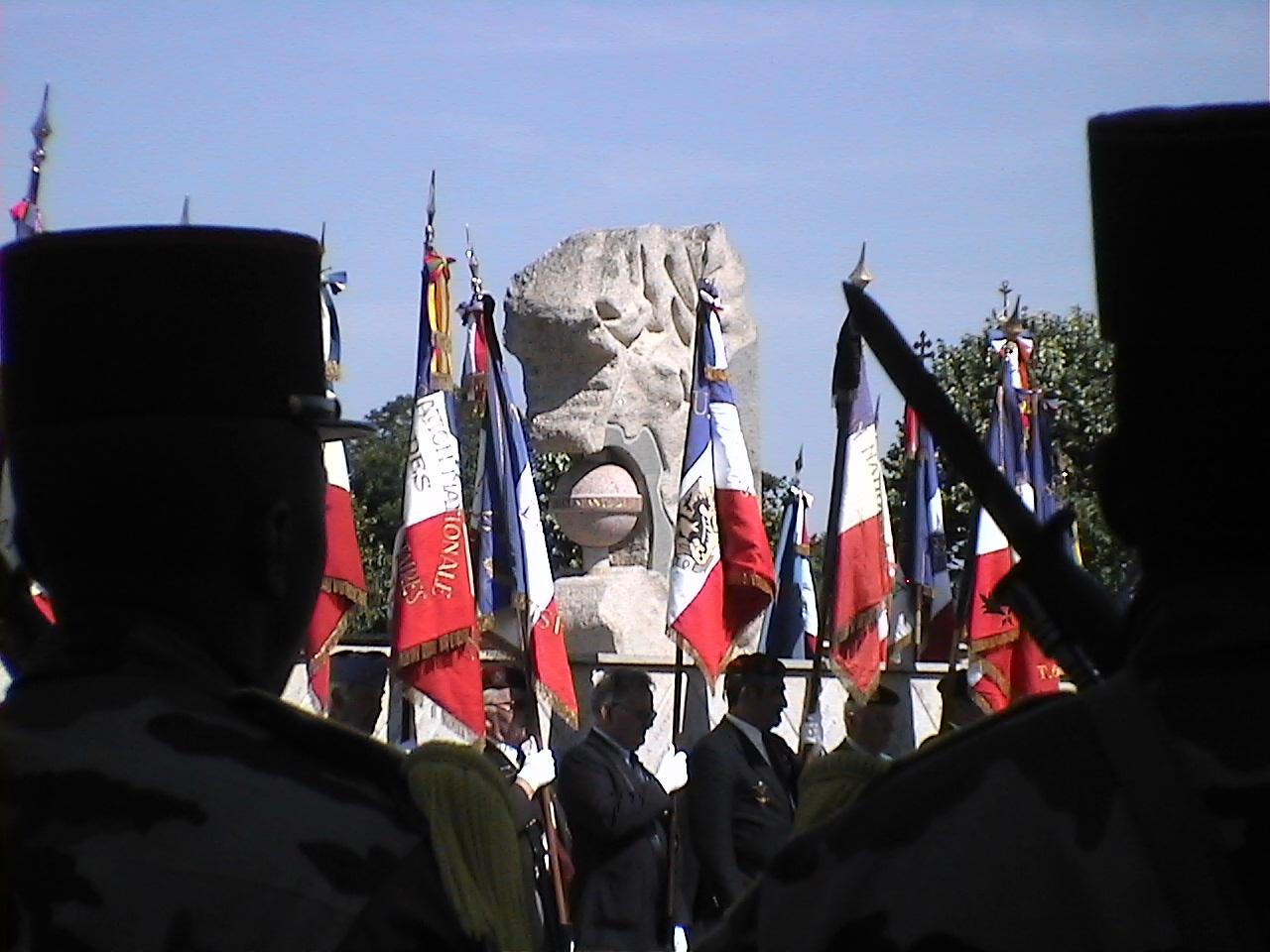 Cérémonie en hommage au Général BIGEARD au mémorial de Lauzach (56) 96057DVC02507