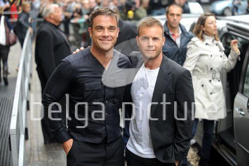Robbie et Gary à la BBC Radio 1 26/08/210 96077421961123