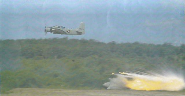 DOUGLAS A-1 SKYRAIDER 964503A_1E