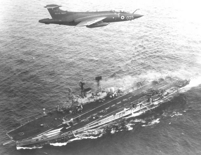 ROYAL NAVY PORTE-AVIONS CLASSE AUDACIOUS 96863HMS_Ark_Royal_Buccaneer