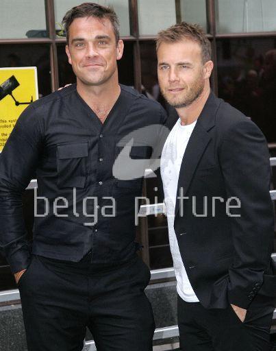 Robbie et Gary à la BBC Radio 1 26/08/210 99025421963858