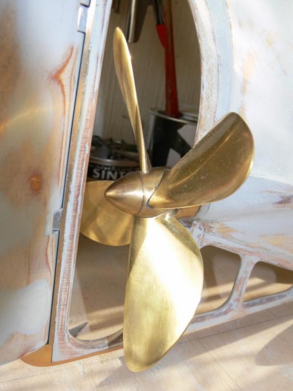 """Maquette remorqueur à vapeur de 330 tonnes """"Evenos"""" au 1/20ème 196783P1050438__Resolution_de_l__ecran_"""