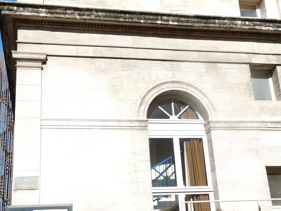 AVIGNON :TGV ,DEMOISELLES ET PONTS PRESENTS MAIS ARLES RESTE MUET CE SOIR 221326P1010925