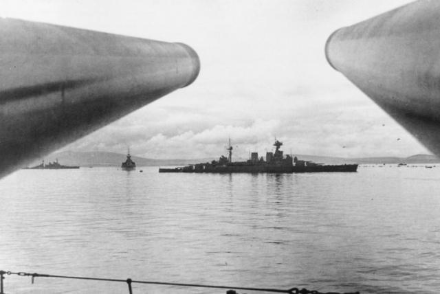 ROYAL NAVY CROISEUR DE DE BATAILLE HMS HOOD 27454HMS_Hood_Scapa_Flow_1940