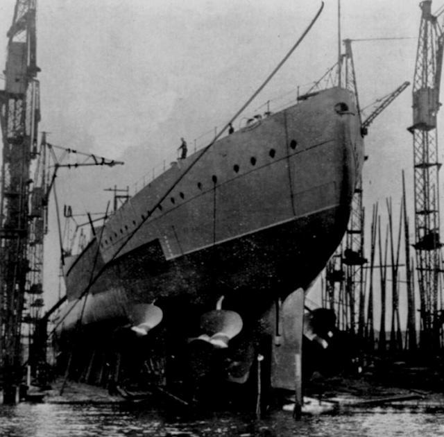 ROYAL NAVY CROISEUR DE DE BATAILLE HMS HOOD 281441HMS_Hood_lancement_2