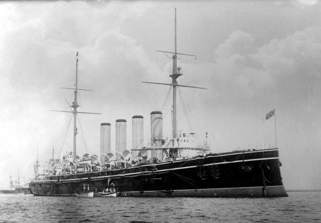ROYAL NAVY CROISEUR DE DE BATAILLE HMS HOOD 836379Croiseur_cuirasse_HMCS_Niobe
