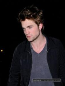 Robert en jean, tee shirt et petite veste noire, trop mimi ! - Page 2 Mini_111775NYC_1