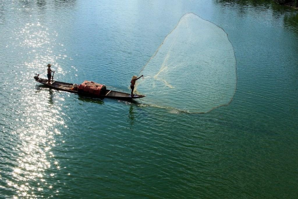 Tung chài trên sông Huế 2atp