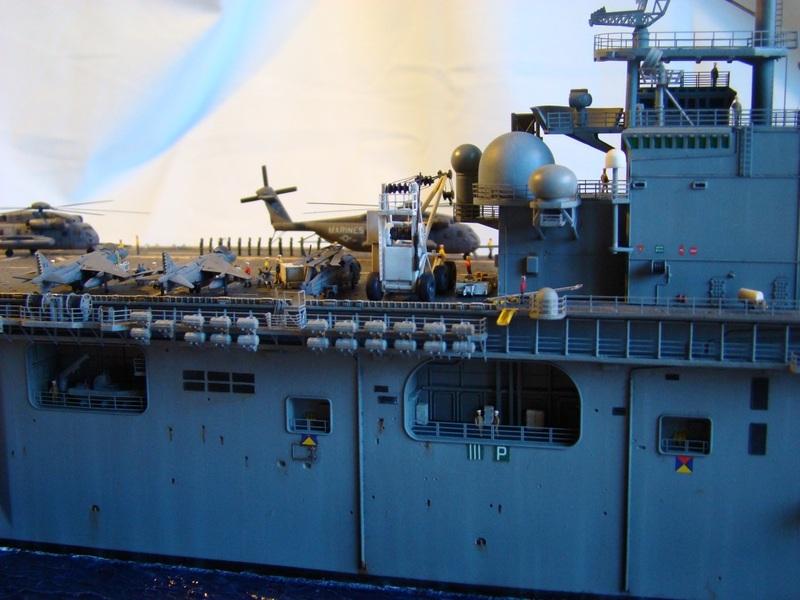 USS WASP LHD-1 1/350 Revell  Dsc09177z