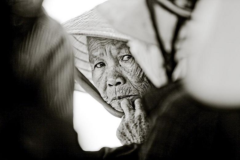 Sắc thái đối nghịch của phụ nữ Việt Nz20