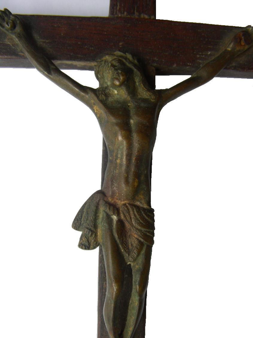 [b]Antiguo Crucifijo con Cruz de madera de roble y Cristo de bronce hueco. S.?[/b] Crucifijoderobleybronce