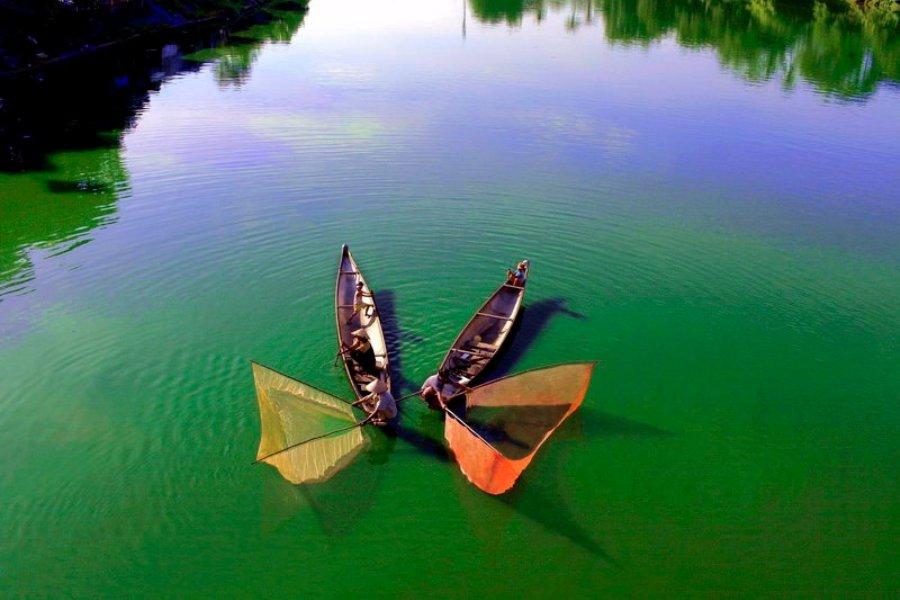 Tung chài trên sông Huế 0m6v