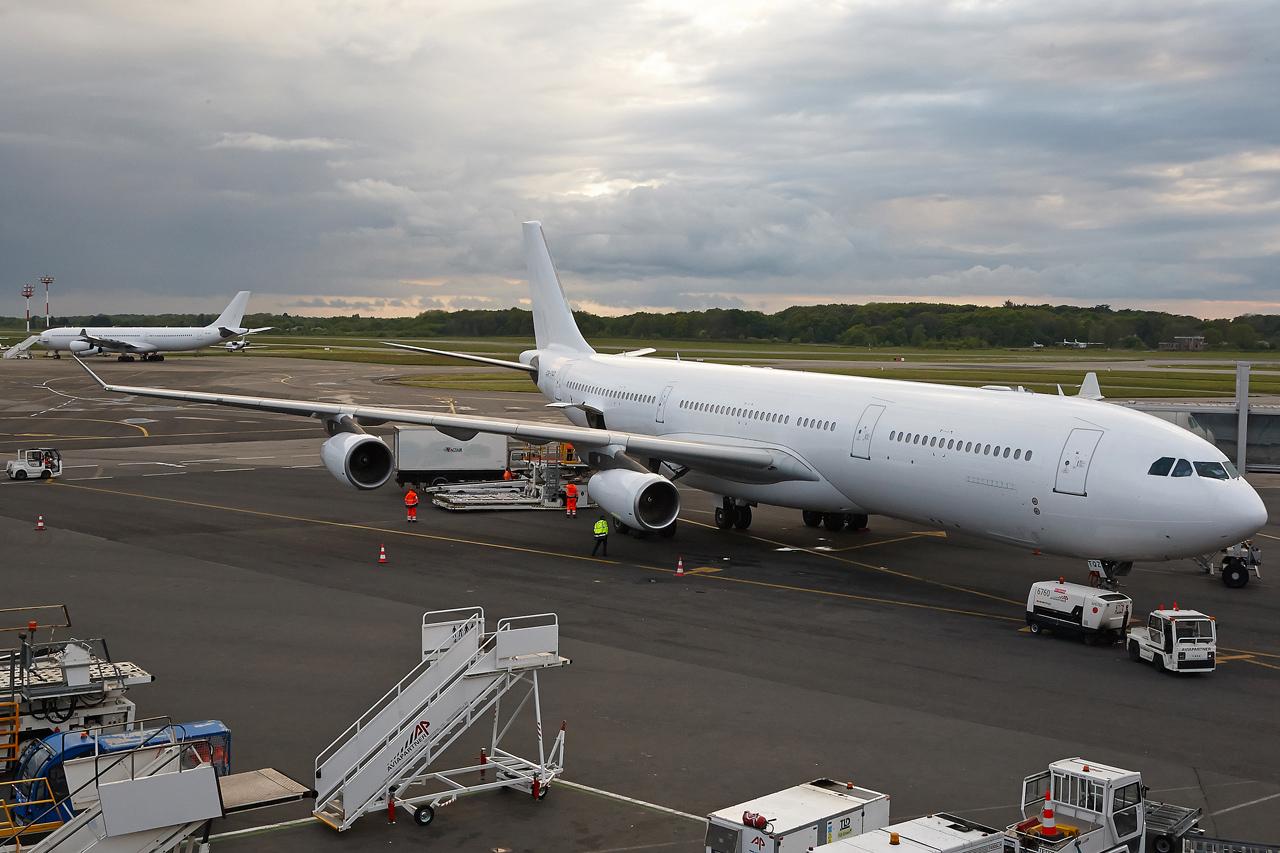 [26/04/2015] Airbus A340-300 (CS-TQY & CS-TQZ) Hi Fly IAWhTw